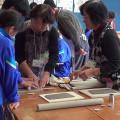 """中学校での陶芸サポートボランティア 1(成形編) 「感謝の気持ちを""""桜""""にのせて―卒業生に贈る陶箸置きの制作―」の写真"""