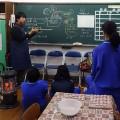 """中学校での陶芸サポートボランティア 3(施釉・本焼き編) 「感謝の気持ちを""""桜""""にのせて―卒業生に贈る陶箸置きの制作―」の写真"""