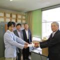 東総学園 あさひ学友会地域活動部会の熊本地震への義援金贈呈の写真