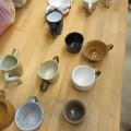 京葉学園 陶芸コースBクラスが、介護老人保健施設のお茶会に、ユニバーサルデザインの陶芸食器でボランティアの写真